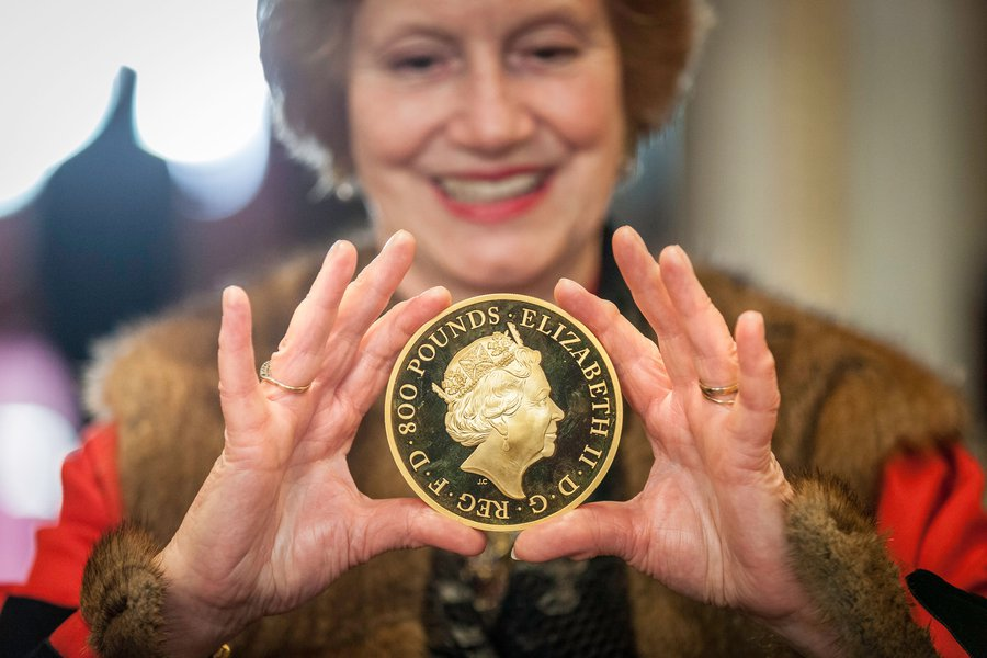 Prime Warden Judith Cobham-Lowe with an £800 Commemorative Gold Coin. Image © The Goldsmiths' Company. Photography by Richard Lea-Hair