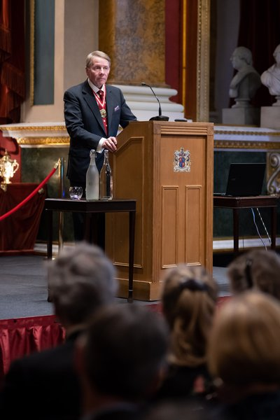 Dr Timothy Schroder speaking at this years Goldsmiths' Lecture, at the Goldsmiths' Hall - an initiative he launched during his first term as Prime Warden (2015-16).
