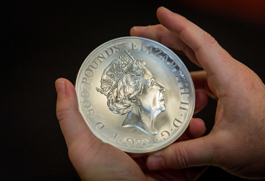 £500 Silver Commemorative Coin. Image © The Goldsmiths' Company. Photography by Richard Lea-Hair