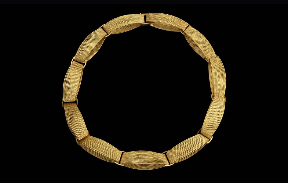 Necklace, 2001, by Andrew Lamb. 18ct yellow gold.