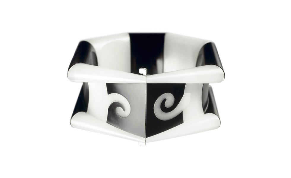Millennium Bracelet, 1999, by Charlotte De Syllas. Russian white nephrite jade, black Wyoming nephrite jade, with 18ct white gold